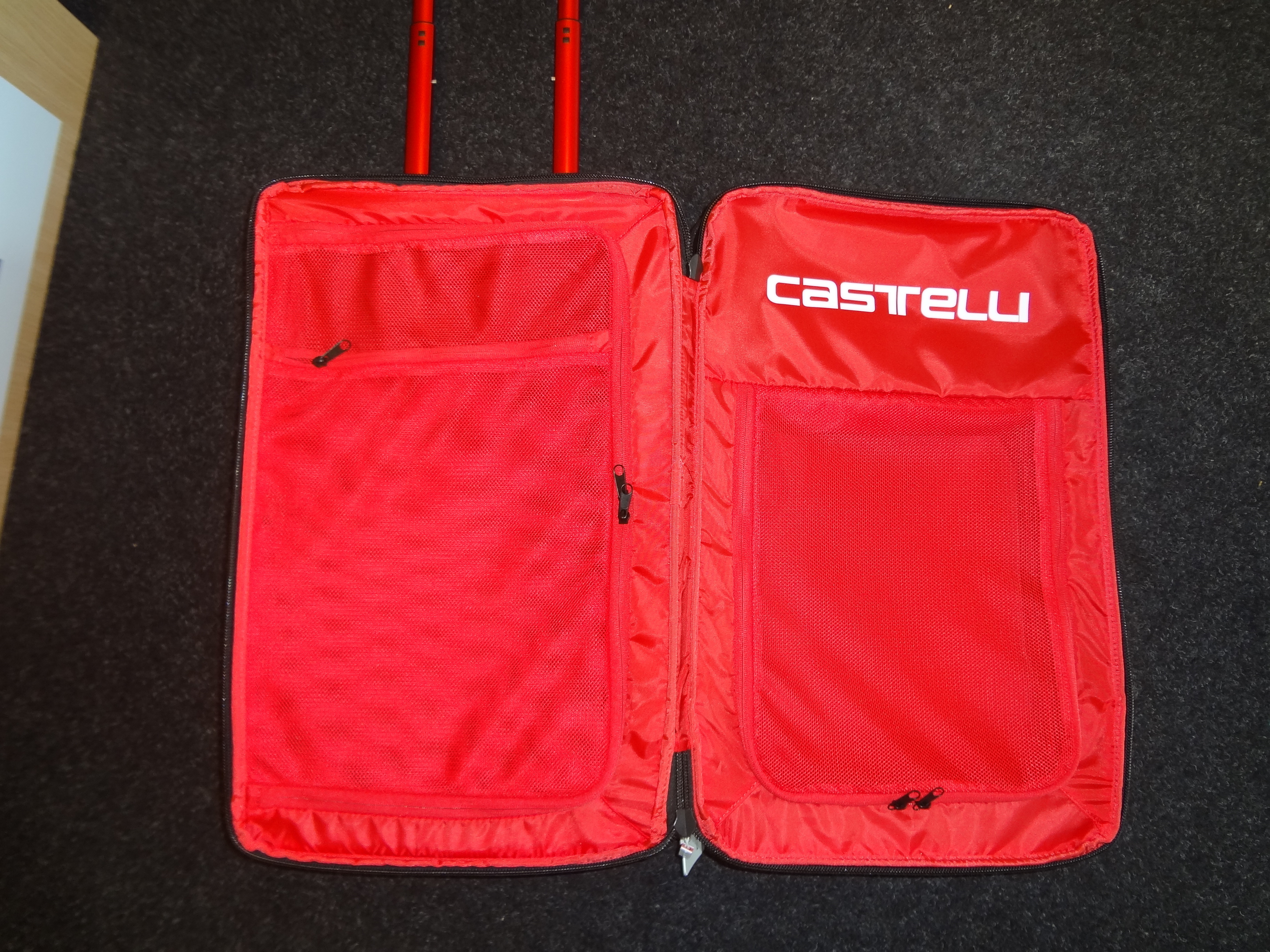 Castelli_Rolling_Travel_Bag_4