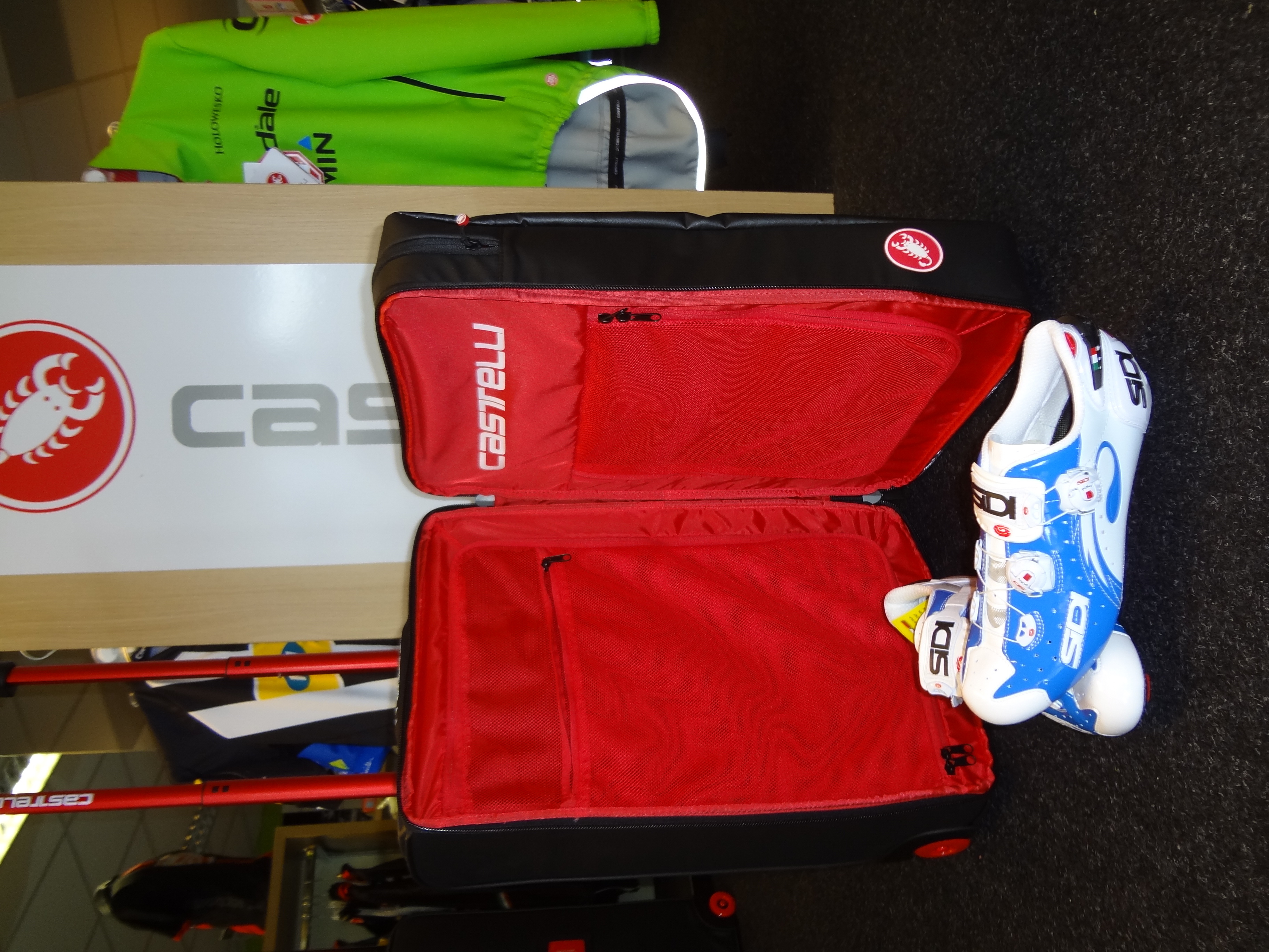 Castelli_Rolling_Travel_Bag_BT_Bikestore